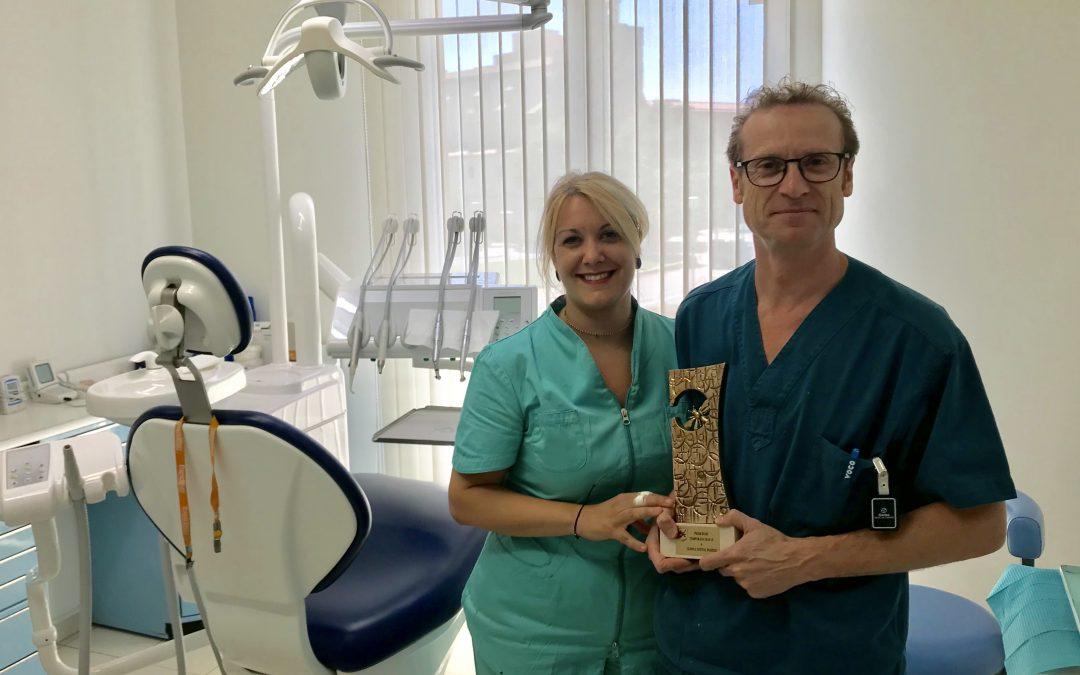Premi Rusc a clinica dental passeig de l'atlètic hockey club com a empresa col·laboradora en la revista del club